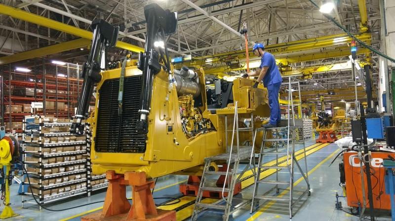 Linha de montagem de trator de esteira na planta de Piracicaba (foto: Conexão Mineral)